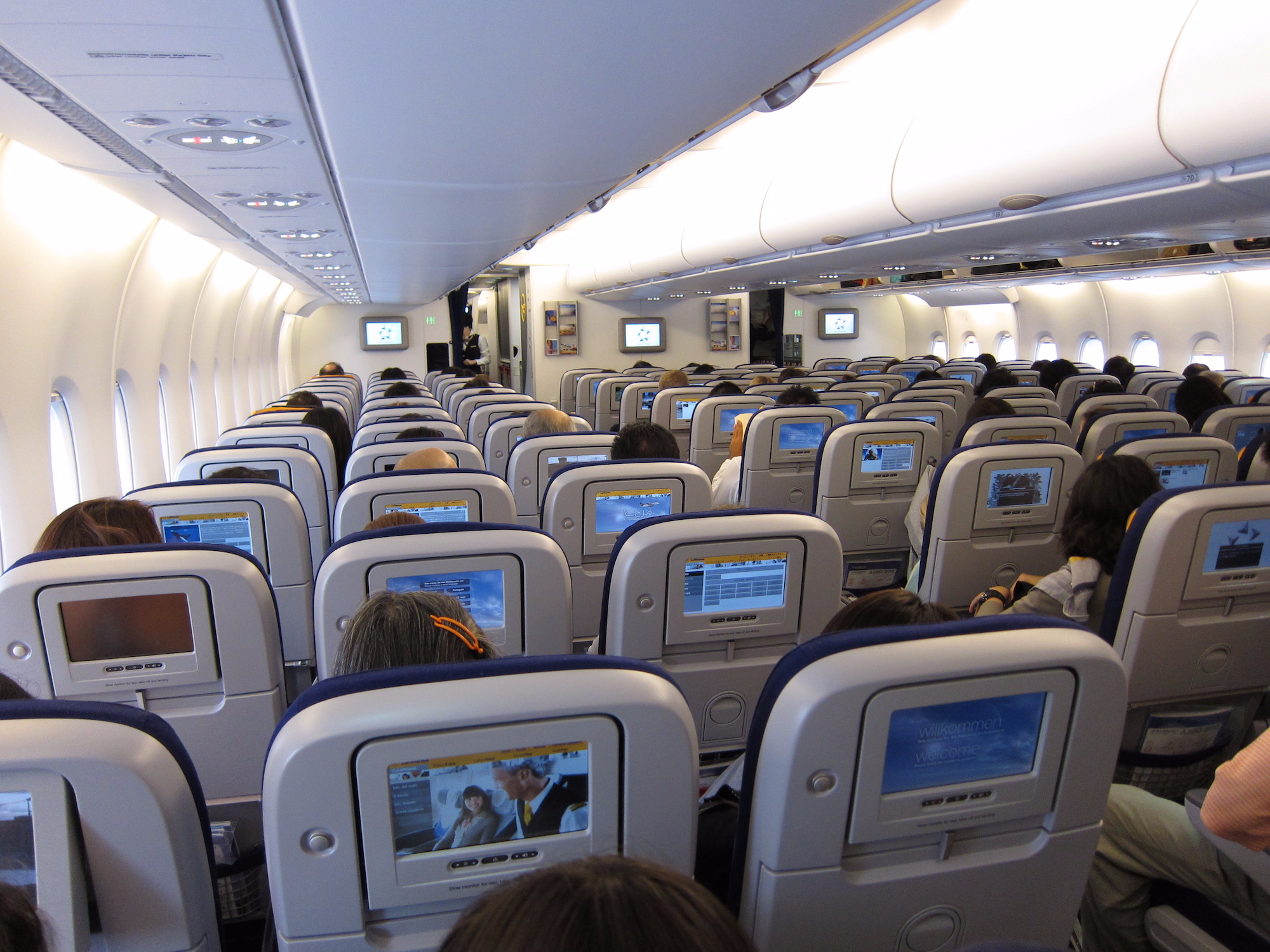 Airplane Etiquette: Be a Friendly Flyer